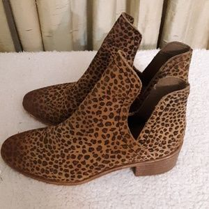 Coconut by Matisse Animal Print Ankle Boots Sz 7